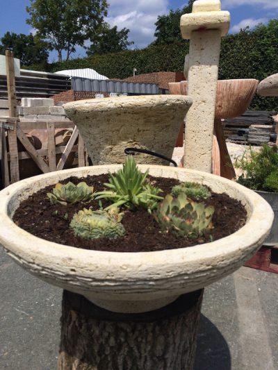 Steinschalen für die Gartengestaltung